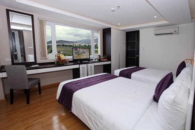 Hình 6 - Golden Time Hotel có tầm nhìn tuyệt đẹp từ phòng nghỉ