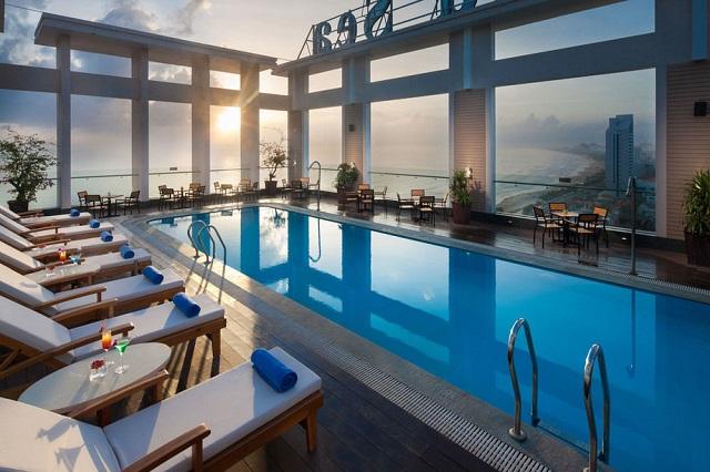Hình 8 – Hồ bơi view biển tuyệt đẹp của Sea Diamond Hotel