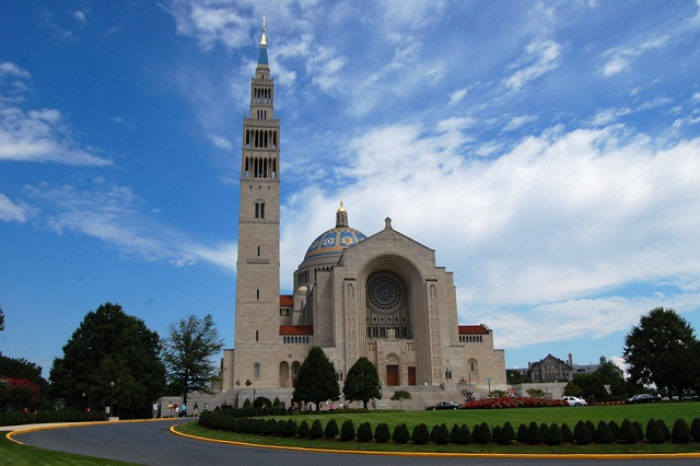 Vương cung thánh đường, một trong những tòa nhà đồ sộ nhất ở Washington
