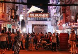 """Những khu ẩm thực """"thức trọn đêm"""" ở Sài Gòn dịp Tết"""
