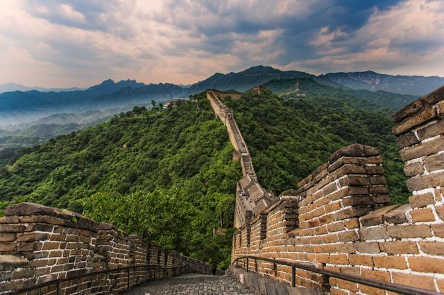 Bắc Kinh may mắn là một trong những khu vực nằm tiếp giáp với các điểm ấn tượng nhất của Vạn Lý Trường Thành