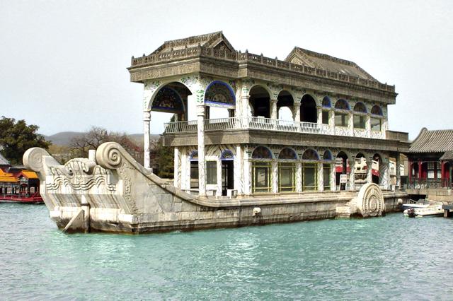 Thuyền Ngũ Hành bên trong Cung điện mùa hè được xếp vào danh sách một trong những di sản thế giới bởi UNESCO