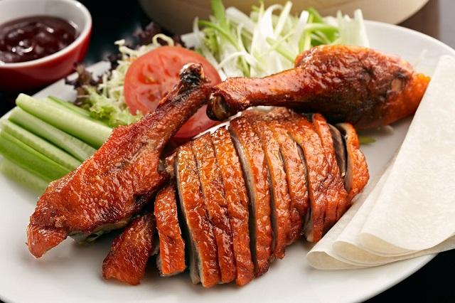 Vịt xông khói là một trong những món ăn truyền thống nổi tiếng ở Côn Minh