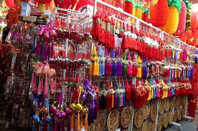 Một góc chụp tại cửa hàng bán đồ trang trí trong Chinatown