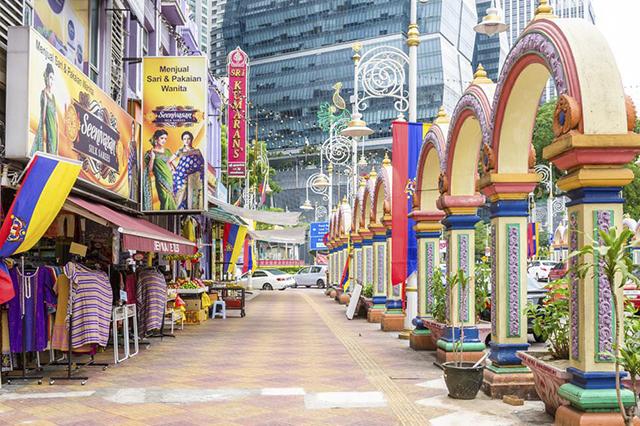 Con phố nổi bật với kiến trúc rực rỡ màu sắc